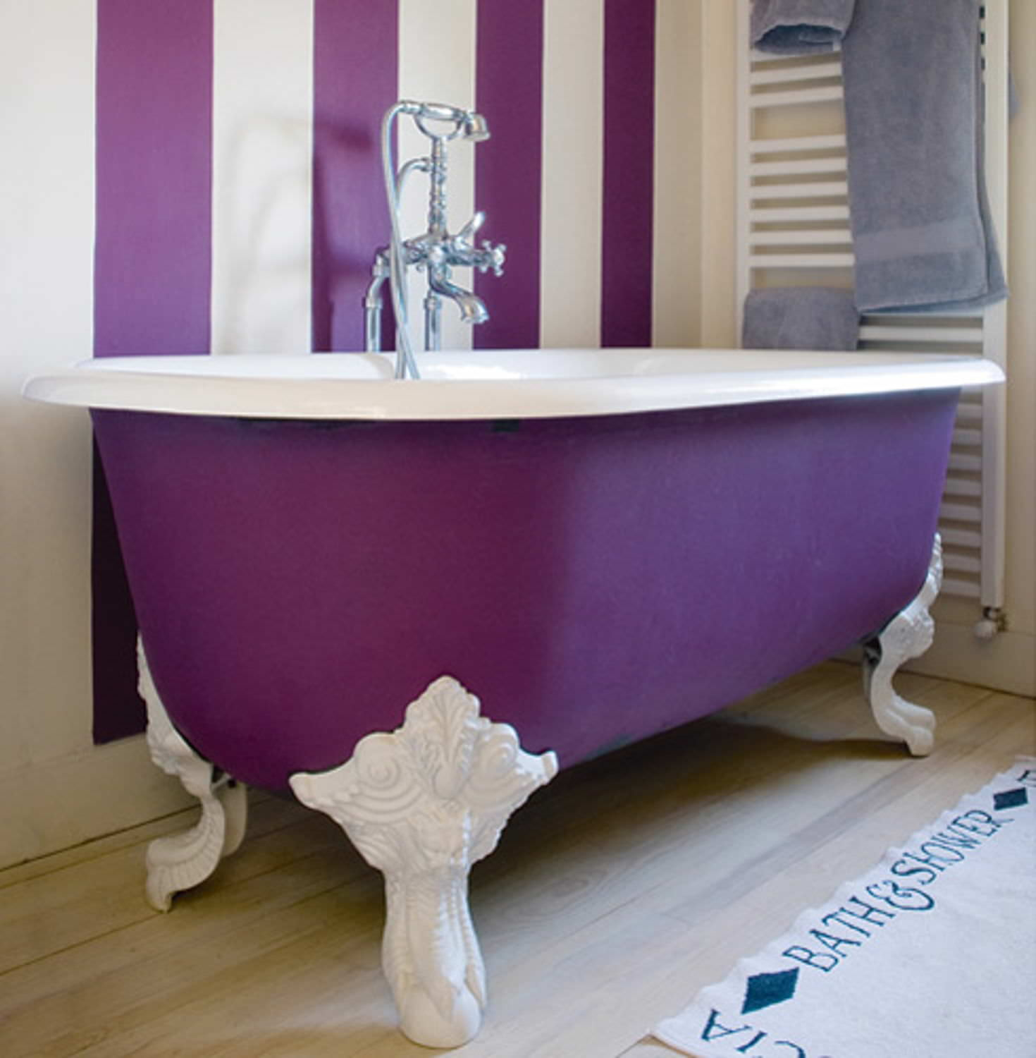 decorar con ultra violet el baño